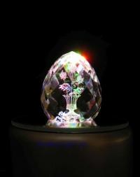 """Стеклянной яйцо с лазерным рисунком """"3 розы""""."""