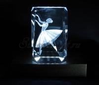 Балерина. Монохромная подсветка куба.
