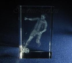 Рональдиньо. Сувенир из стекла с лазерной графикой.
