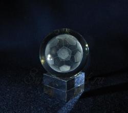 Футбольный мяч. Сувенир из стекла с лазерной графикой.