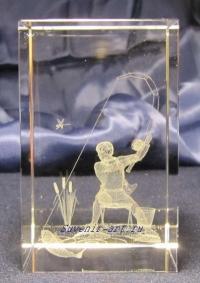 Рыбак. Сувенир с объёмным лазерным изображением в стекле.