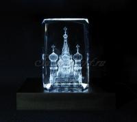 Храм Василия Блаженного в гранёном стекле. Монохромная подсветка куба.