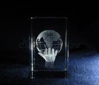 Глобус на руке. Сувенир из стекла.