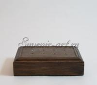 Монохромная подсветка в деревянном корпусе